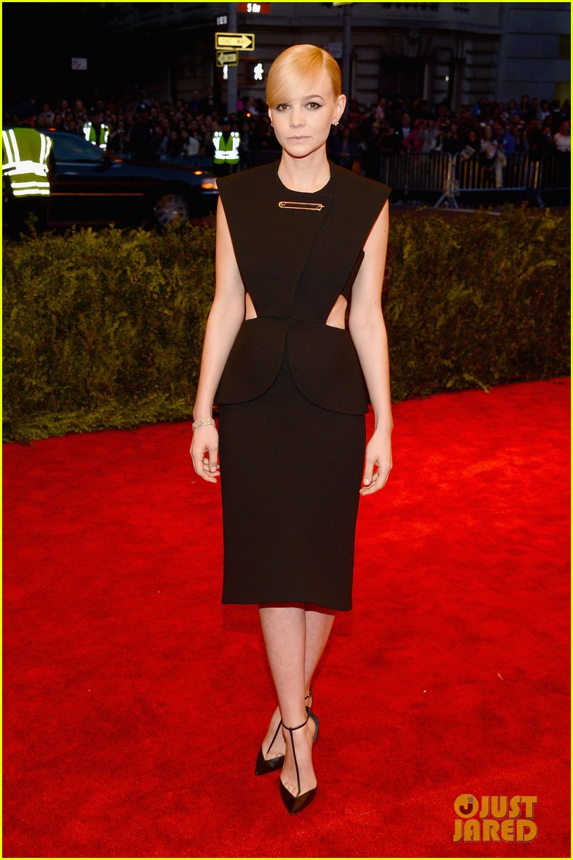 carey mulligan red carpet met ball 02