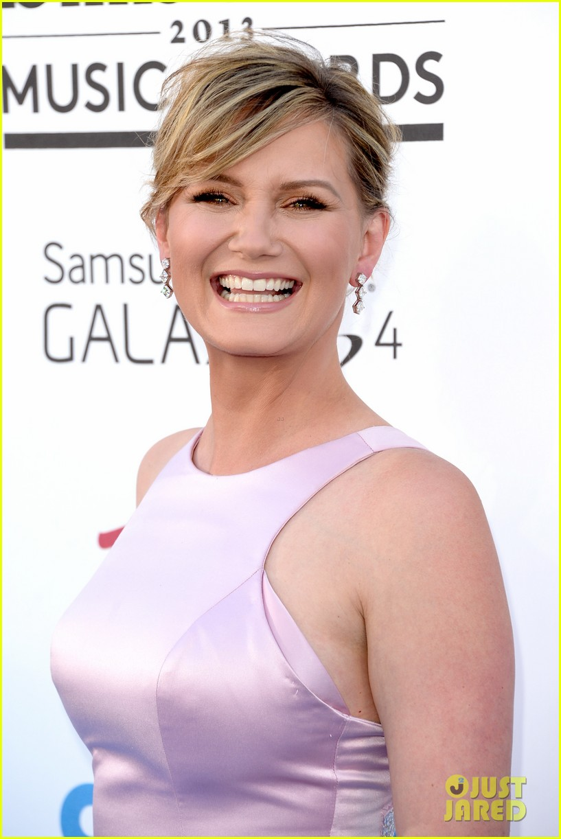 jennifer nettles billboard music awards 2013 red carpet 02