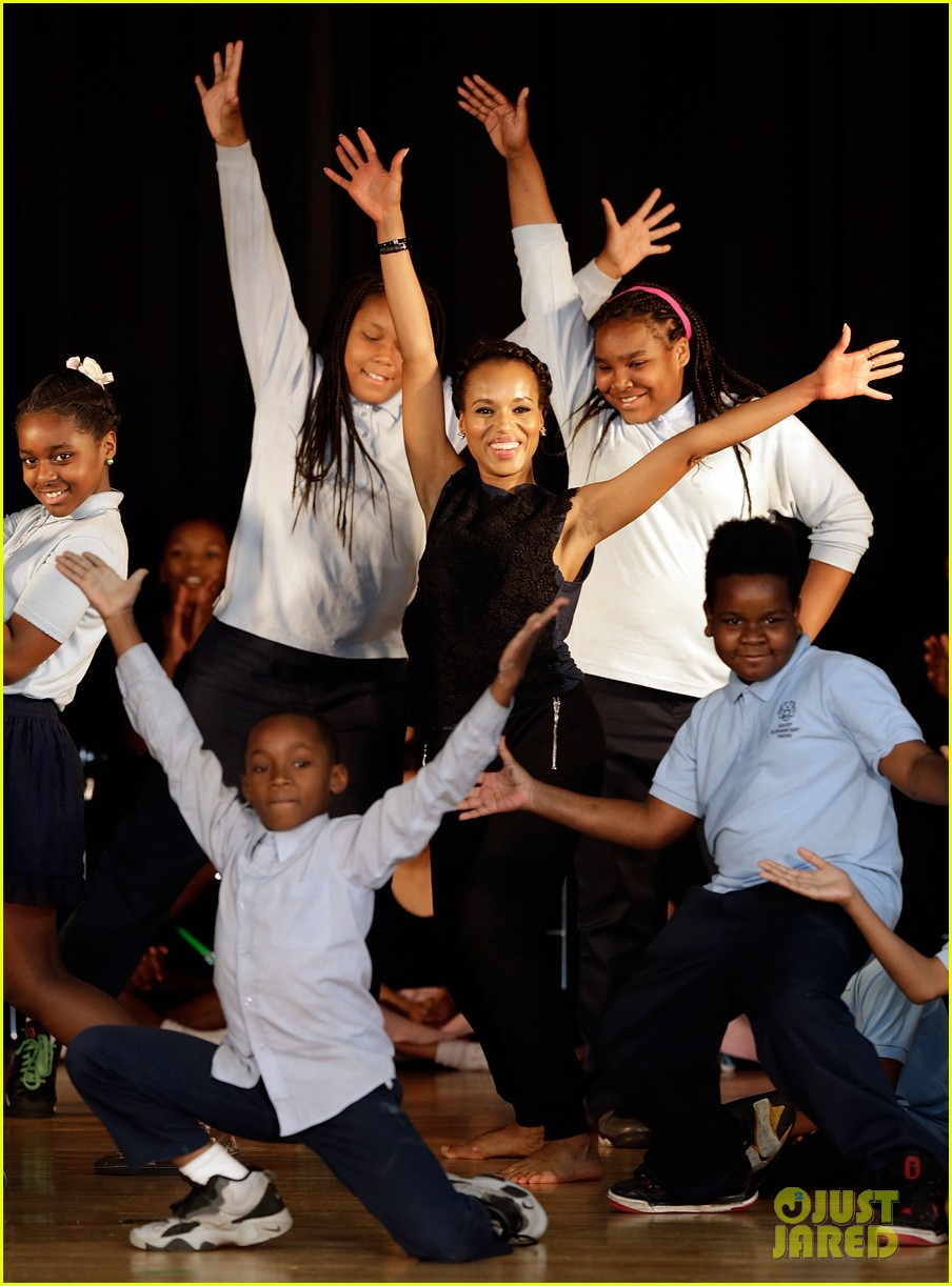 michelle obama kerry washington exercise with savoy school students 01