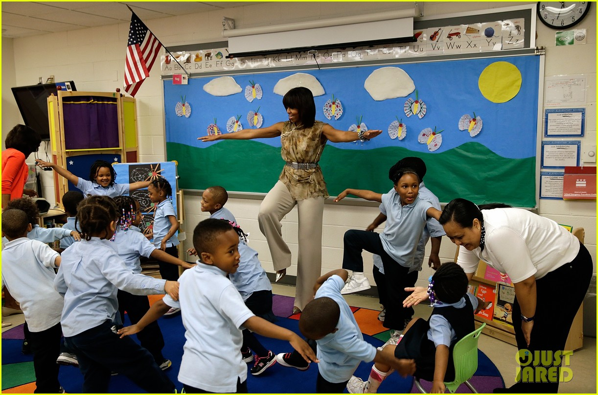 michelle obama kerry washington exercise with savoy school students 142877505
