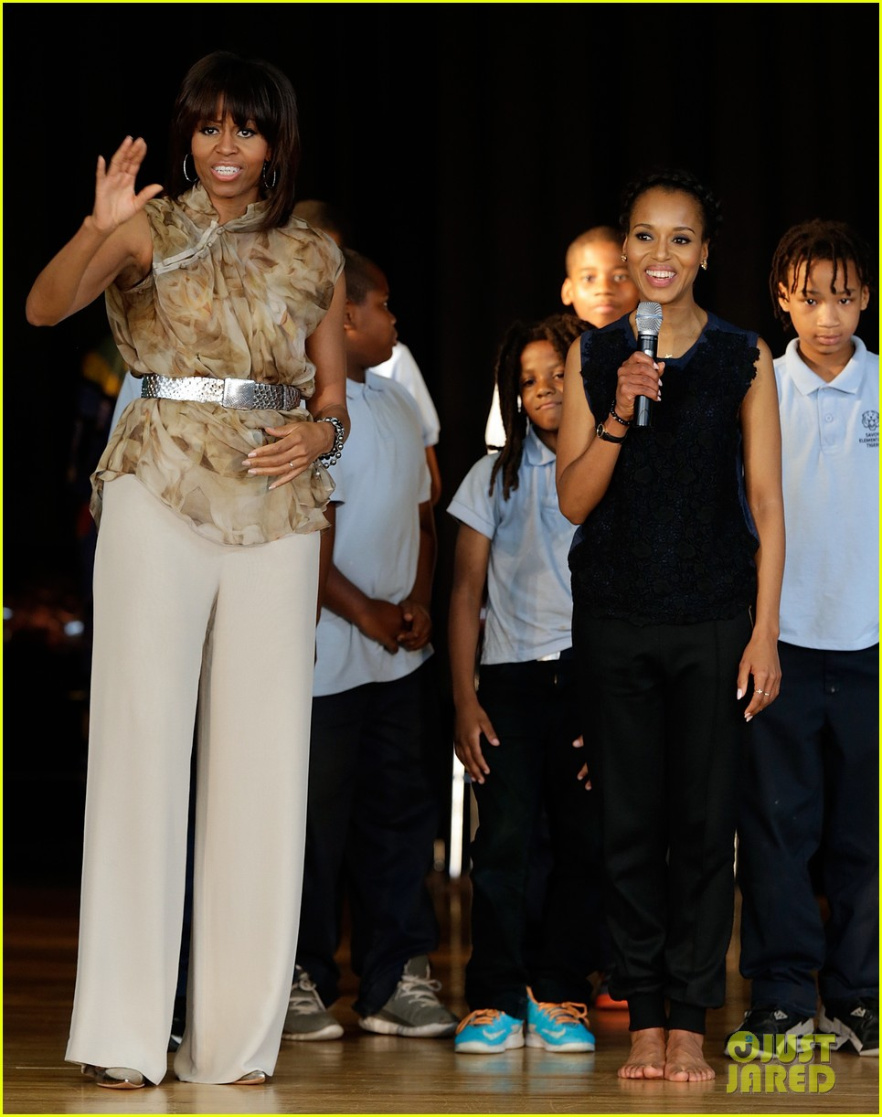 michelle obama kerry washington exercise with savoy school students 17