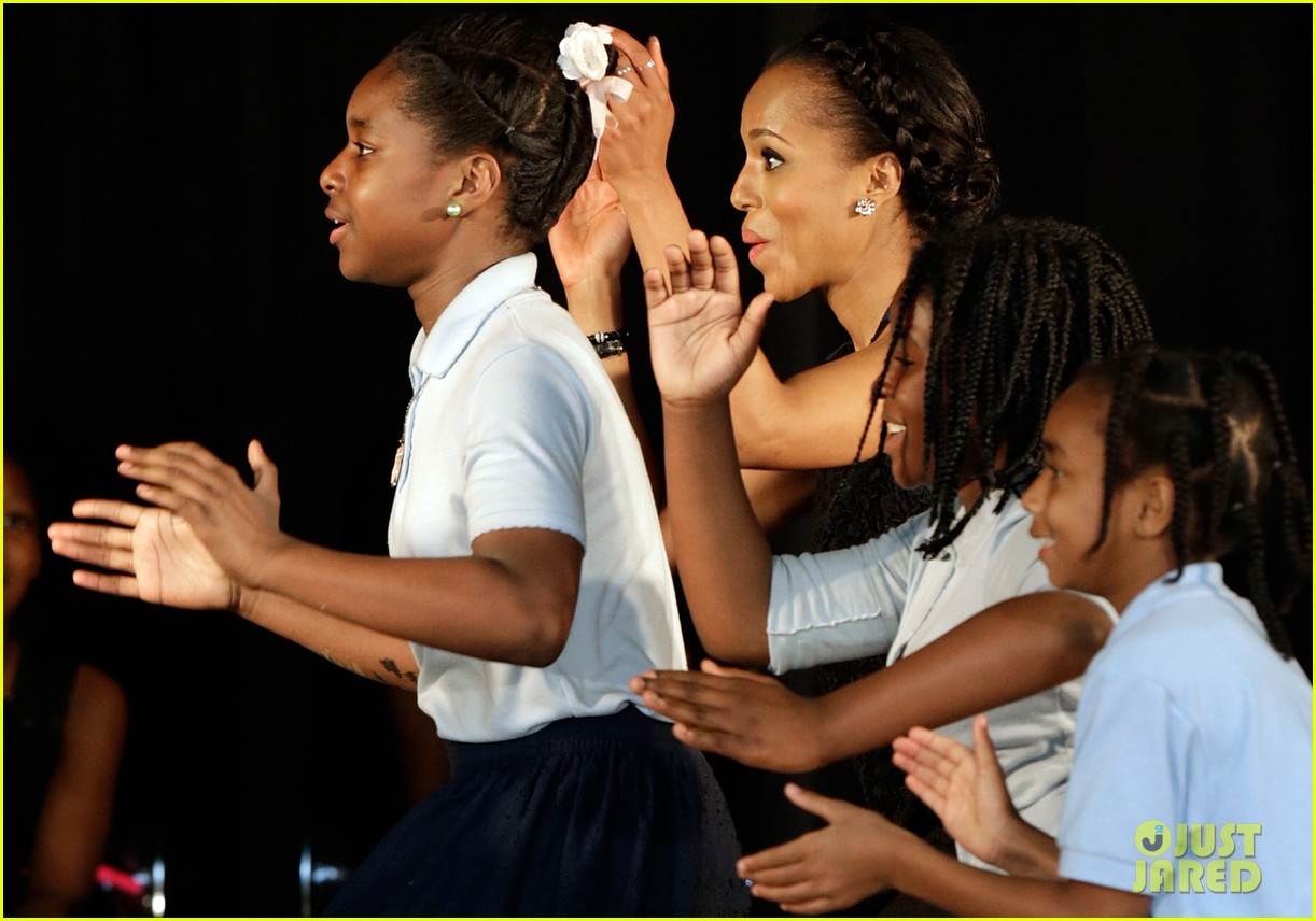 michelle obama kerry washington exercise with savoy school students 18