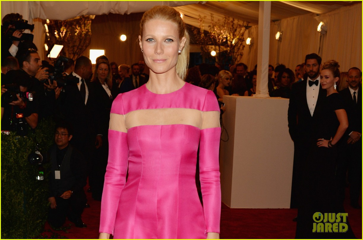 gwyneth paltrow met ball 2013 red carpet 022865209