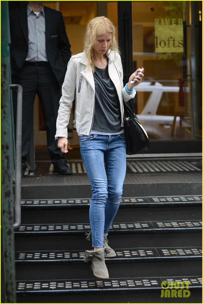 gwyneth paltrow gets caught in rain en route to photo shoot 01
