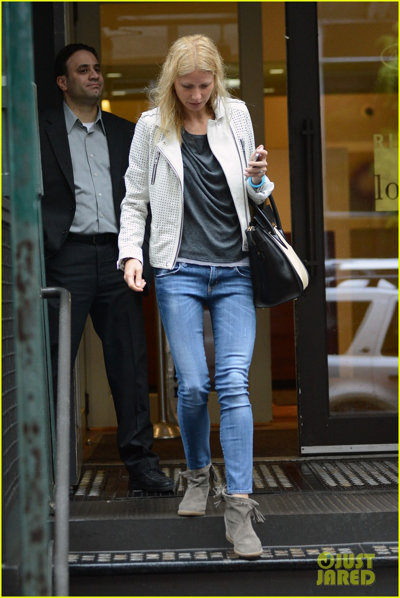 gwyneth paltrow gets caught in rain en route to photo shoot 062866714