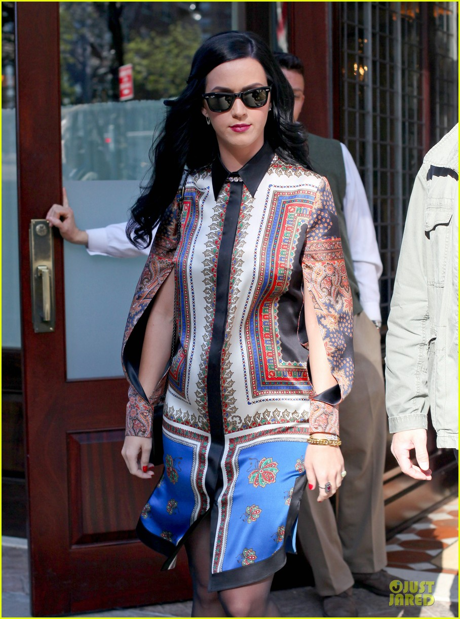 katy perry nyc hotel exit after killer queen unveiling 11
