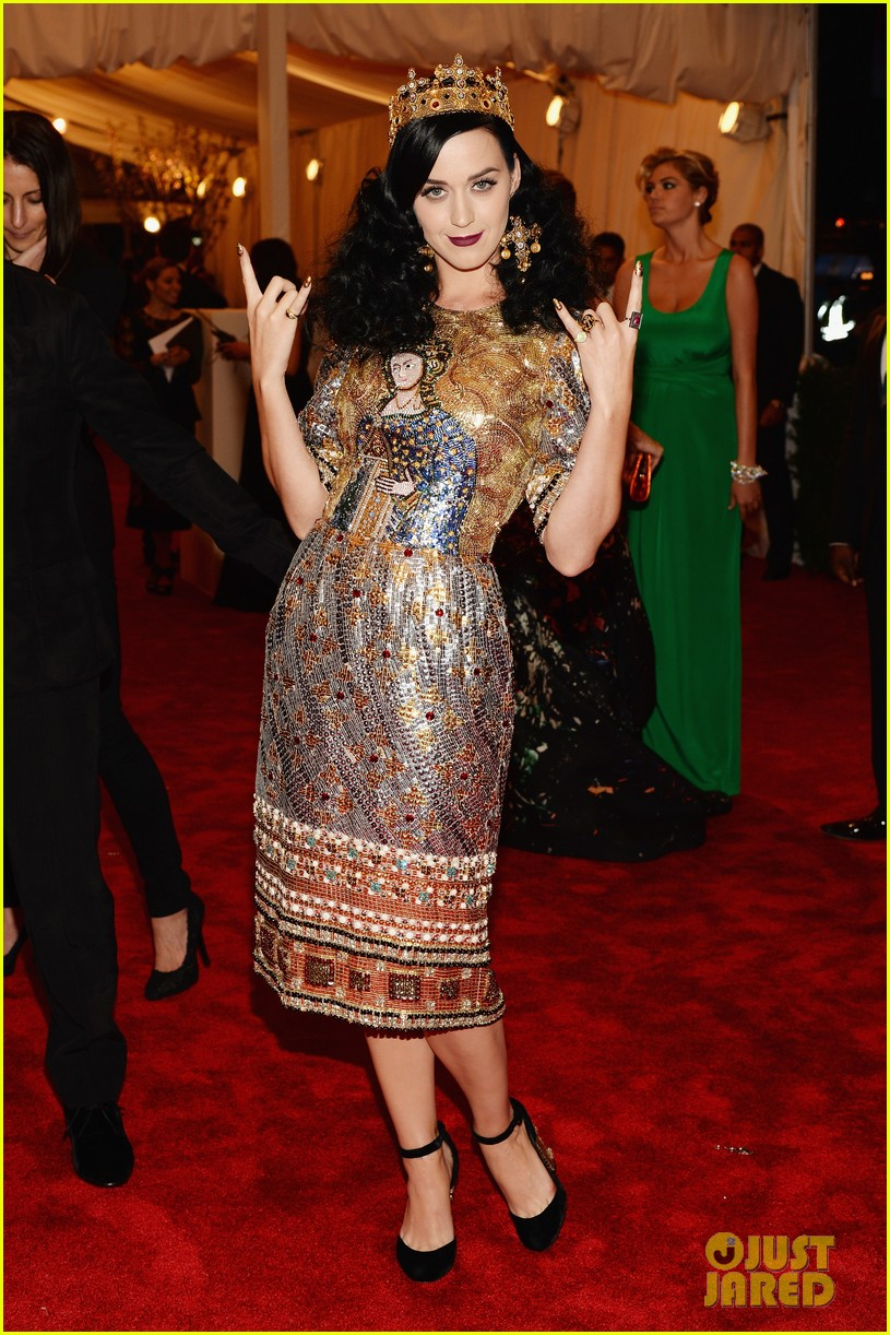 katy perry met ball 2013 red carpet 01