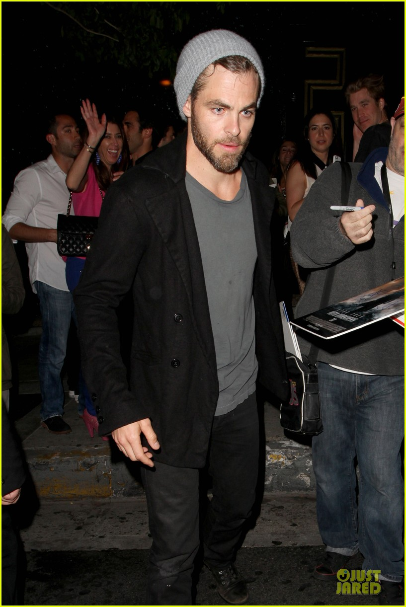 chris pine hold hands with mystery gal at bootsy bellows 11
