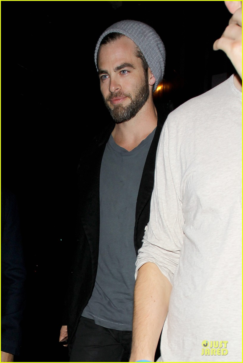 chris pine hold hands with mystery gal at bootsy bellows 16
