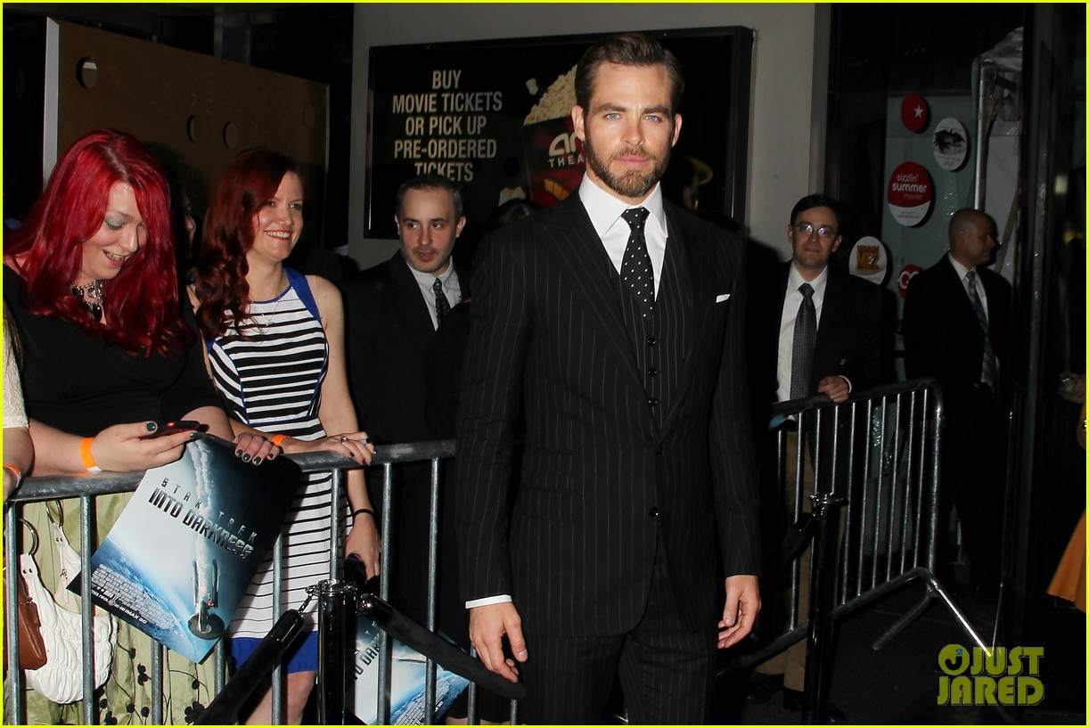 chris pine benedict cumberbatch star trek nyc screening 32