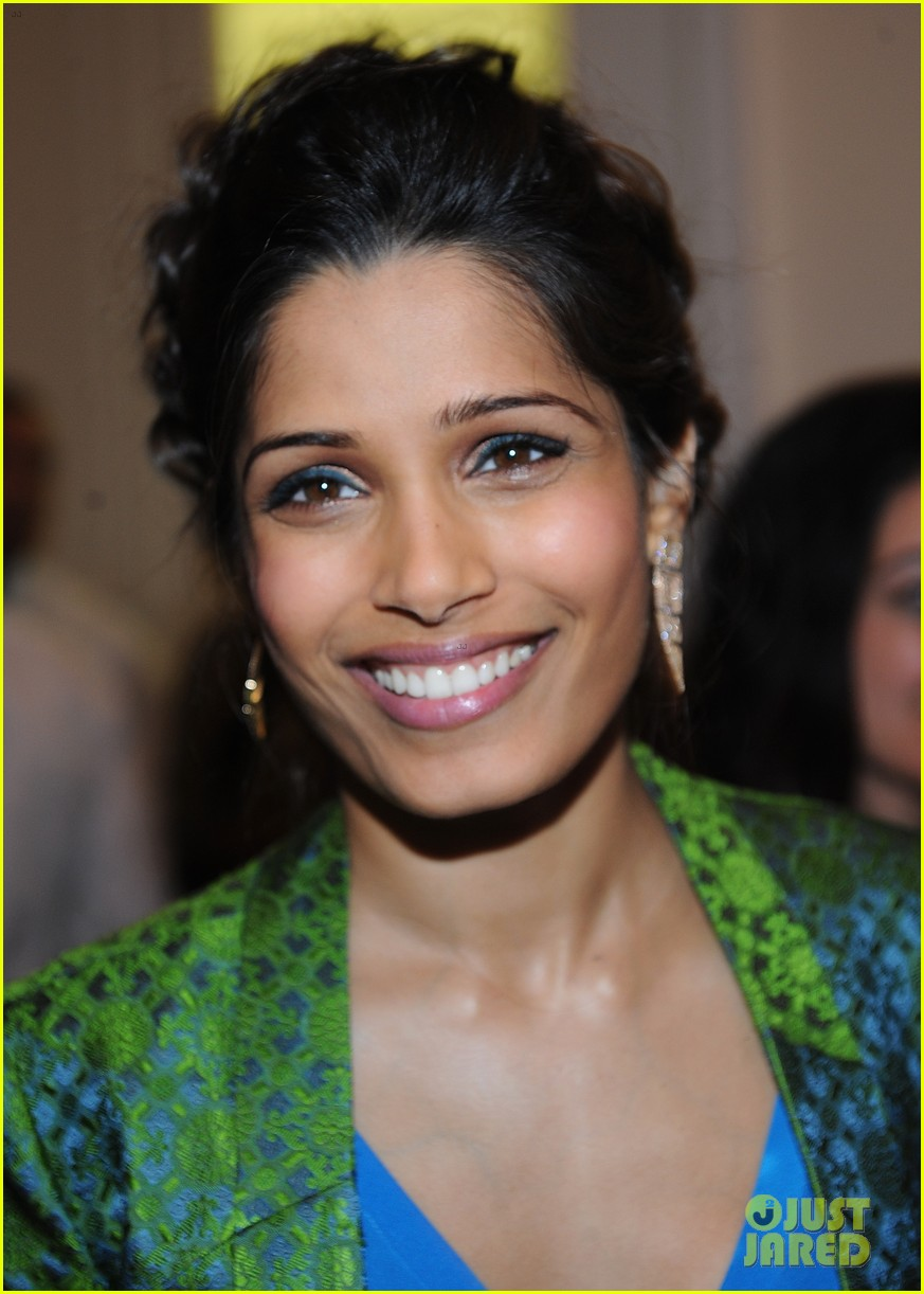 freida pinto maiyet varanasi silk capsule collection dinner 02