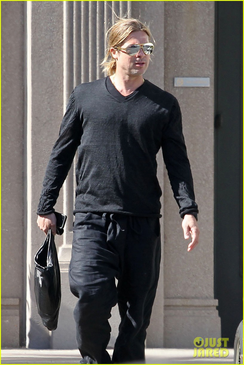 brad pitt steps out after angelina jolie double mastectomy 01