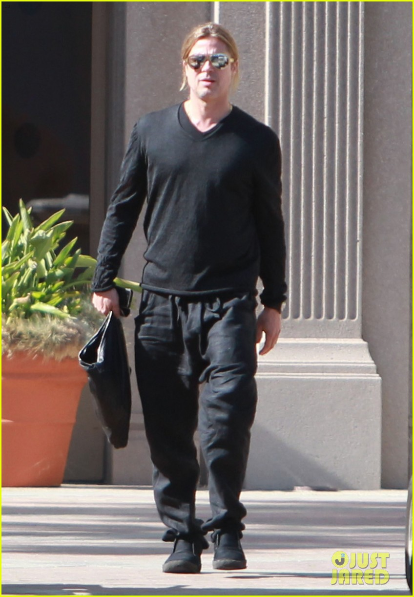 brad pitt steps out after angelina jolie double mastectomy 25