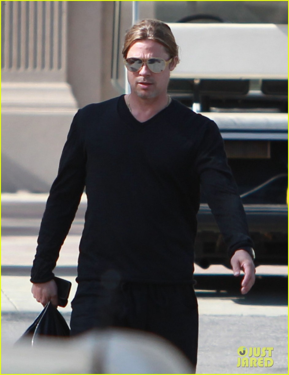 brad pitt steps out after angelina jolie double mastectomy 30