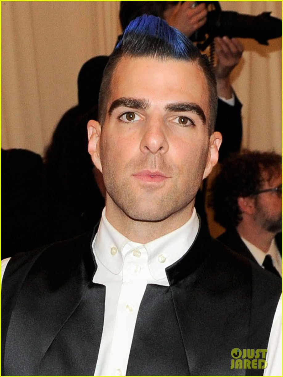 zachary quinto blue hair on met ball 2013 red carpet 03