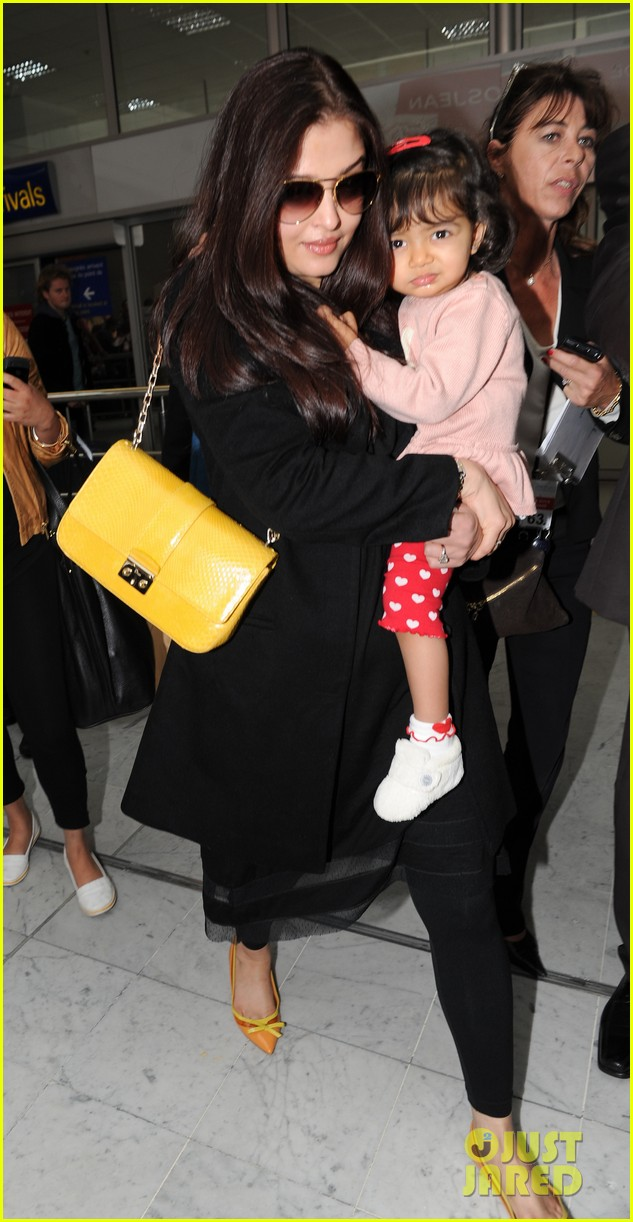 aishwarya rai daughter arrive for cannes film festival 04