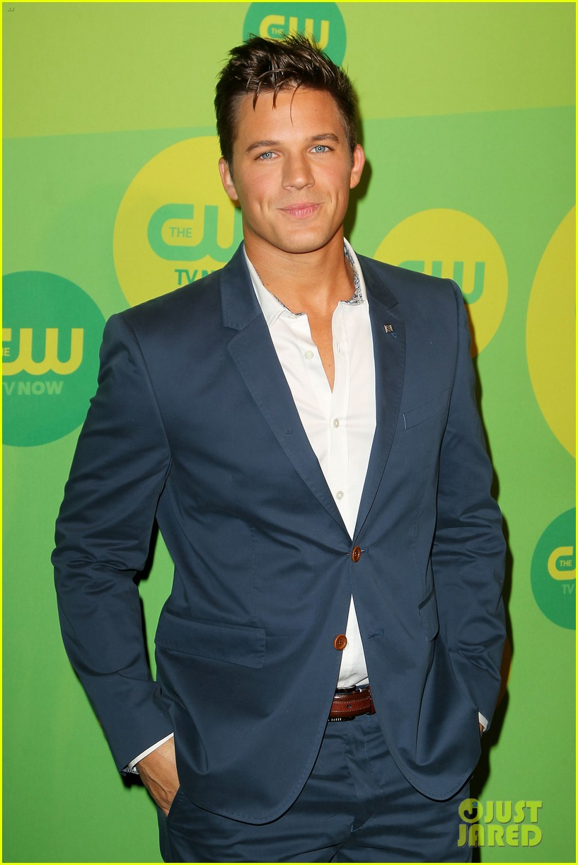 robbie amell matt lanter present new shows at cw upfront 15