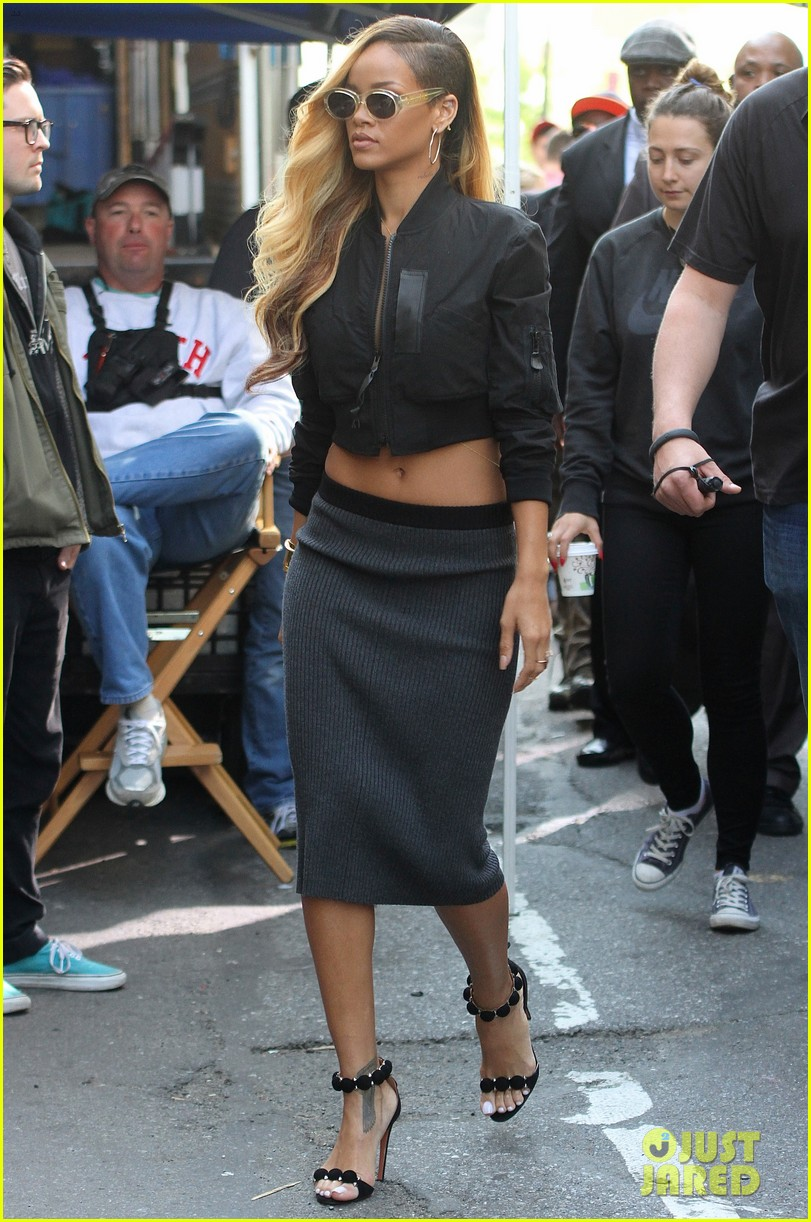 rihanna bares midriff for commercial shoot in nyc 01