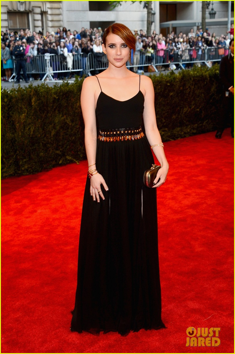 emma roberts met ball 2013 red carpet 05