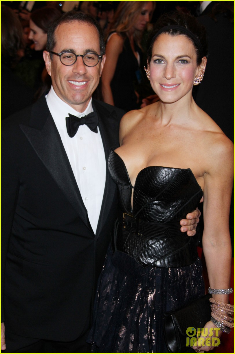 jerry seinfeld met ball 2013 red carpet with wife jessica 04