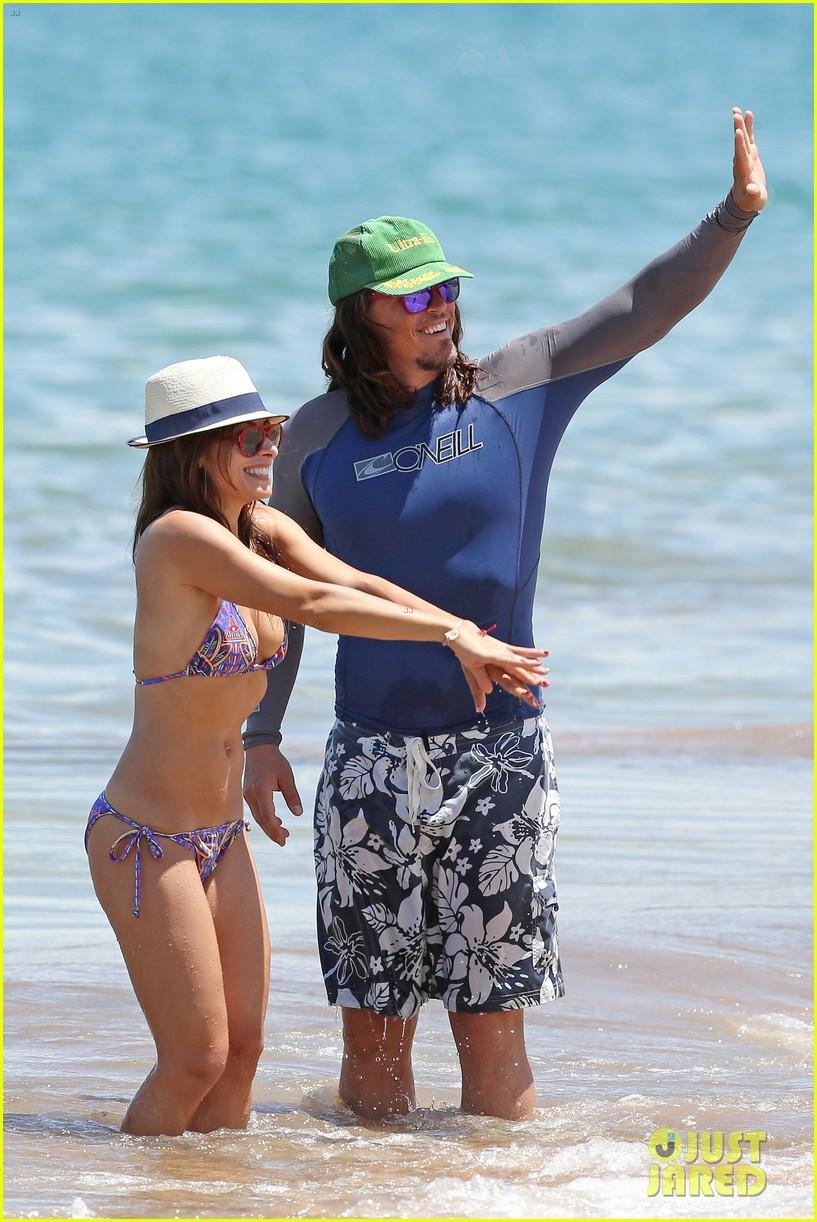 sarah shahi bikini family vacation with shirtless steve howey 222881162