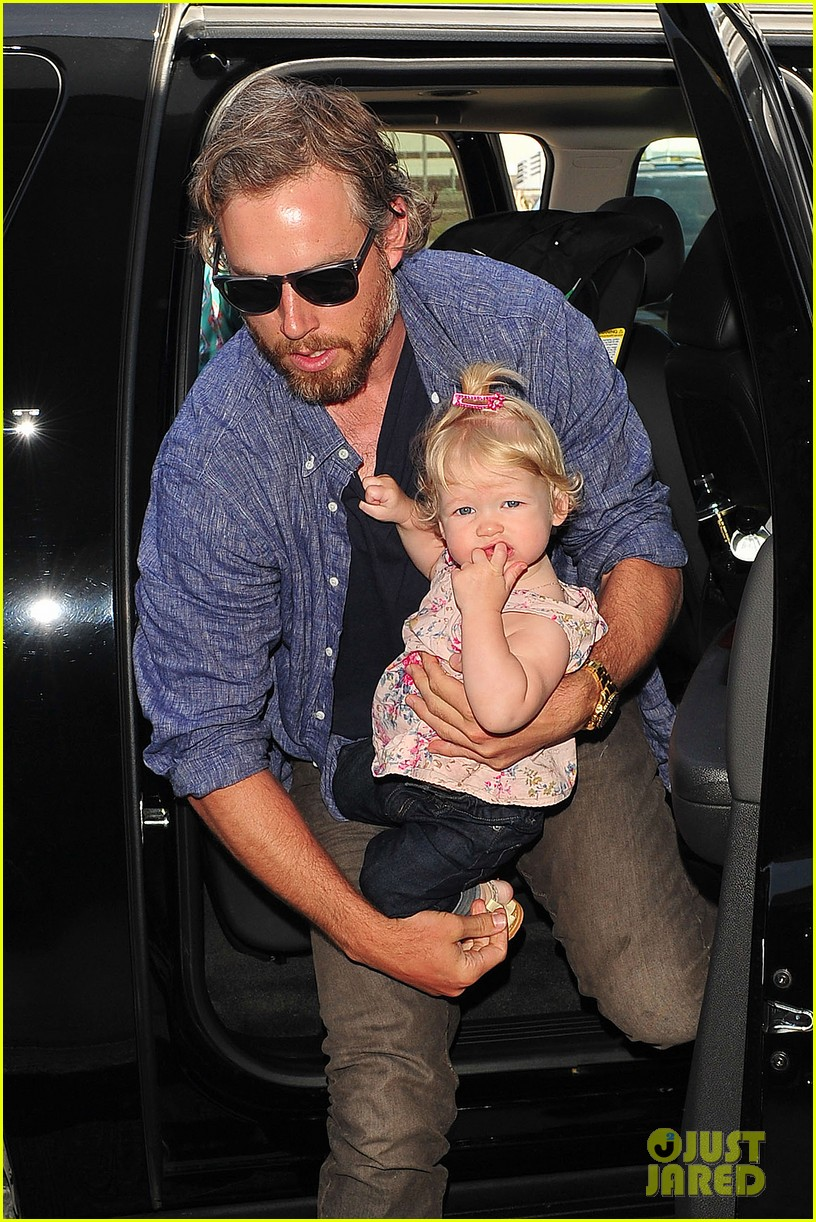 jessica simpson eric johnson family flight with maxwell 02