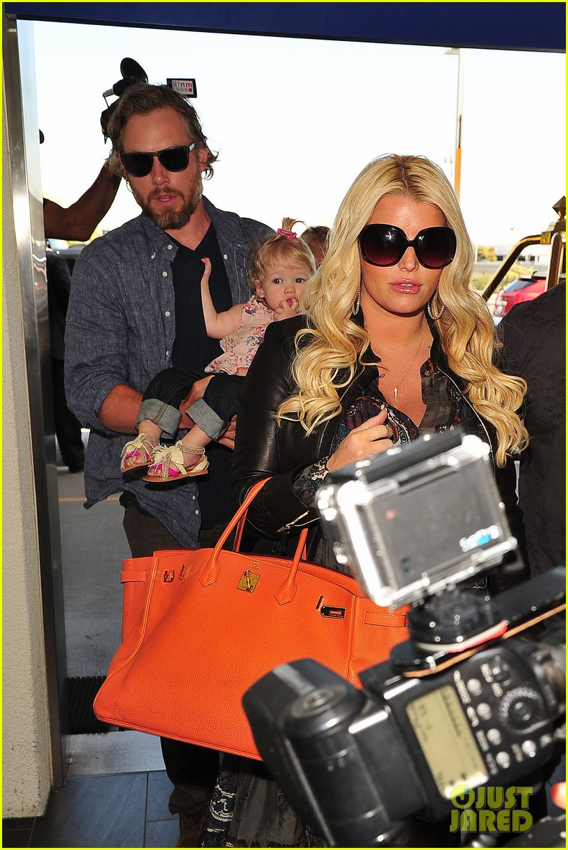 jessica simpson eric johnson family flight with maxwell 102863055