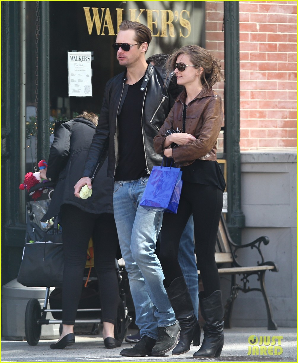 alexander skarsgard big apple stroll with mystery gal 032863781