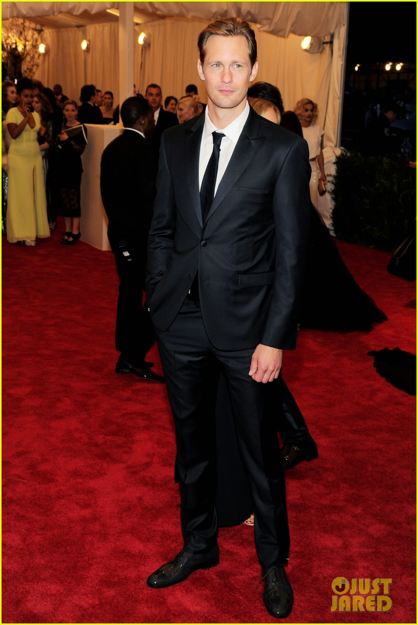 alexander skarsgard met ball 2013 red carpet 01