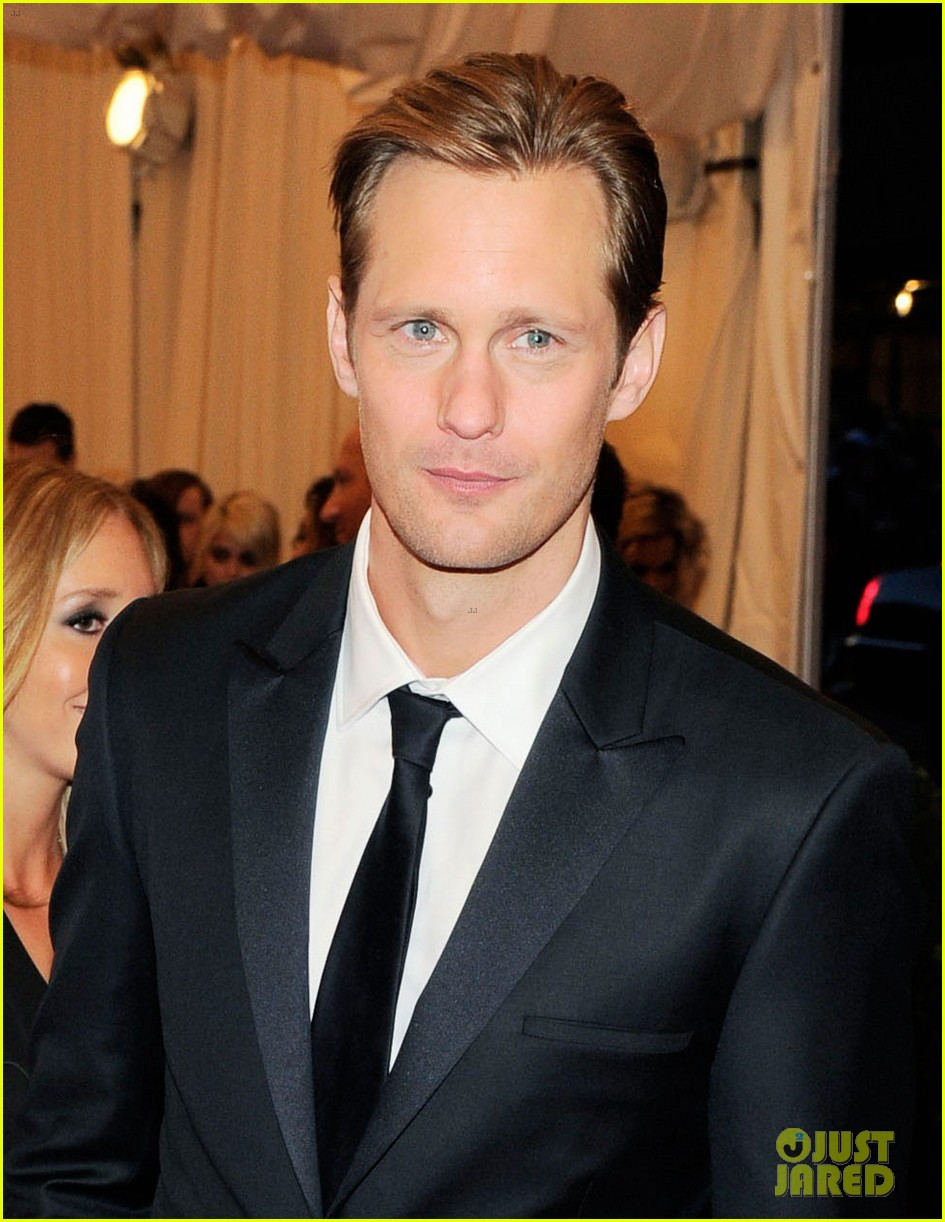 alexander skarsgard met ball 2013 red carpet 02