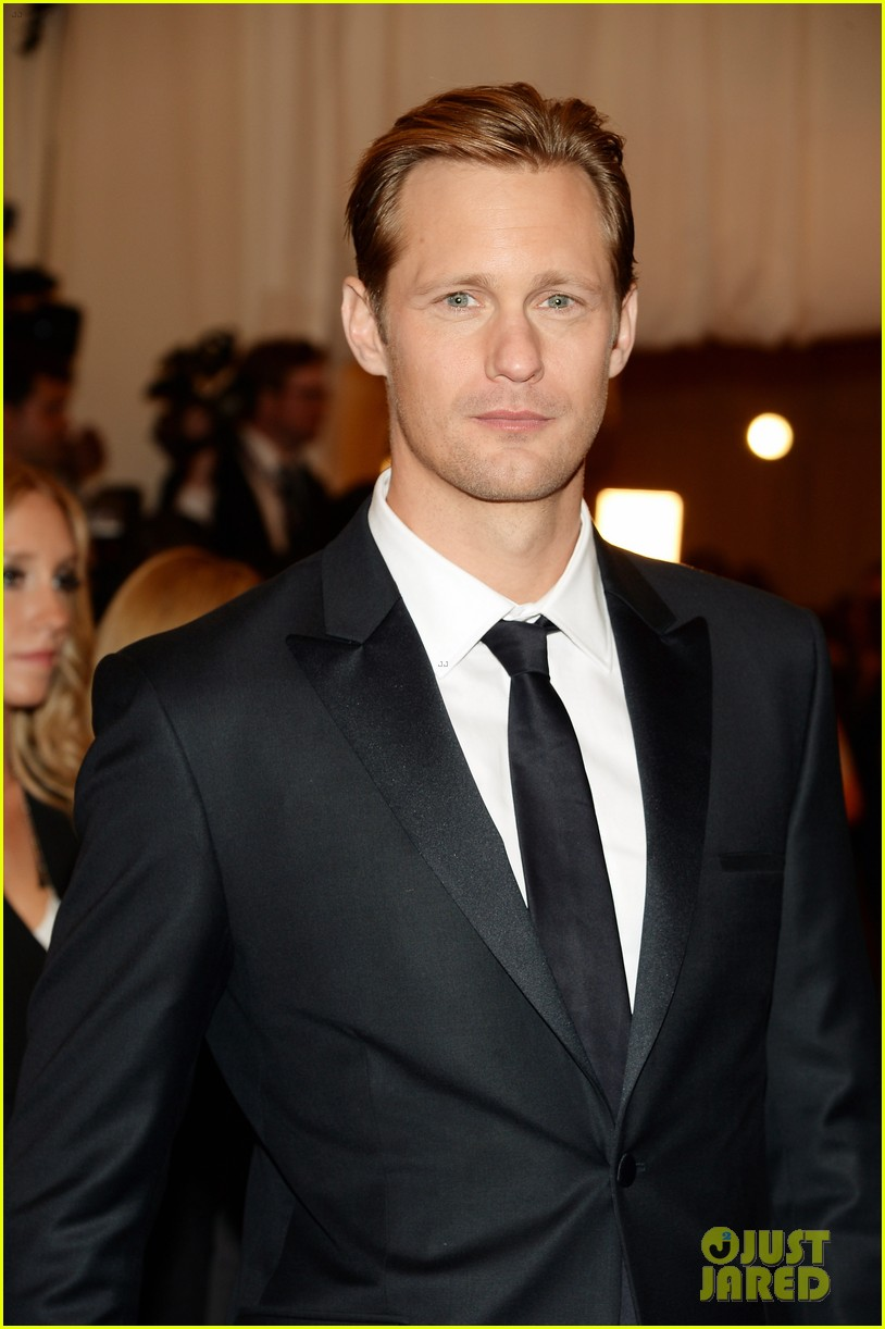 alexander skarsgard met ball 2013 red carpet 04