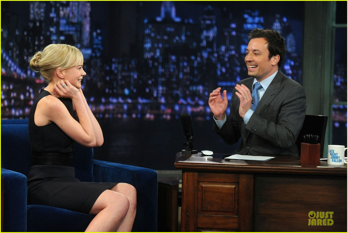 alexander skarsgard leg tattoo on fallon with carey mulligan 24