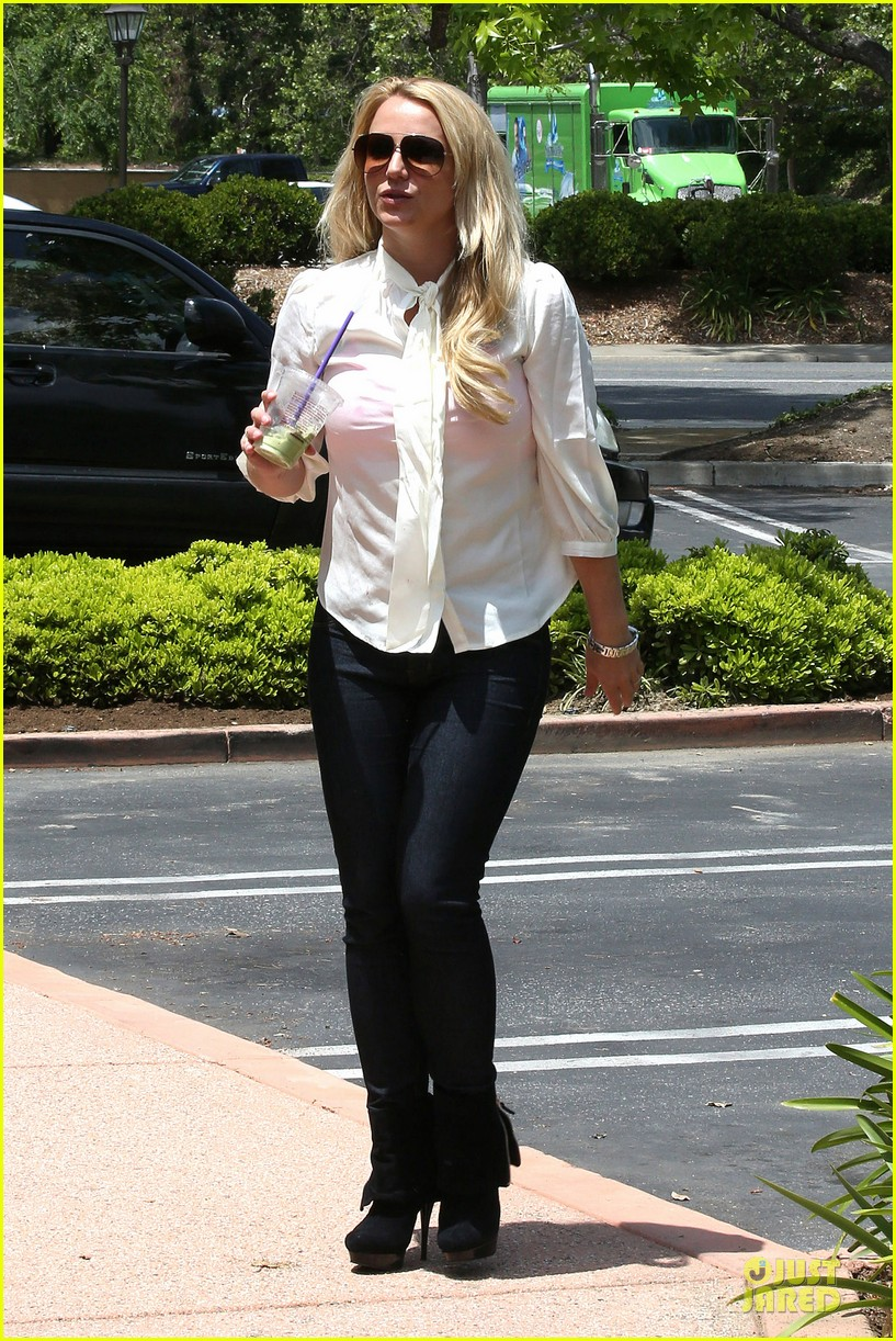 britney spears pink bra at coffee bean 122866109