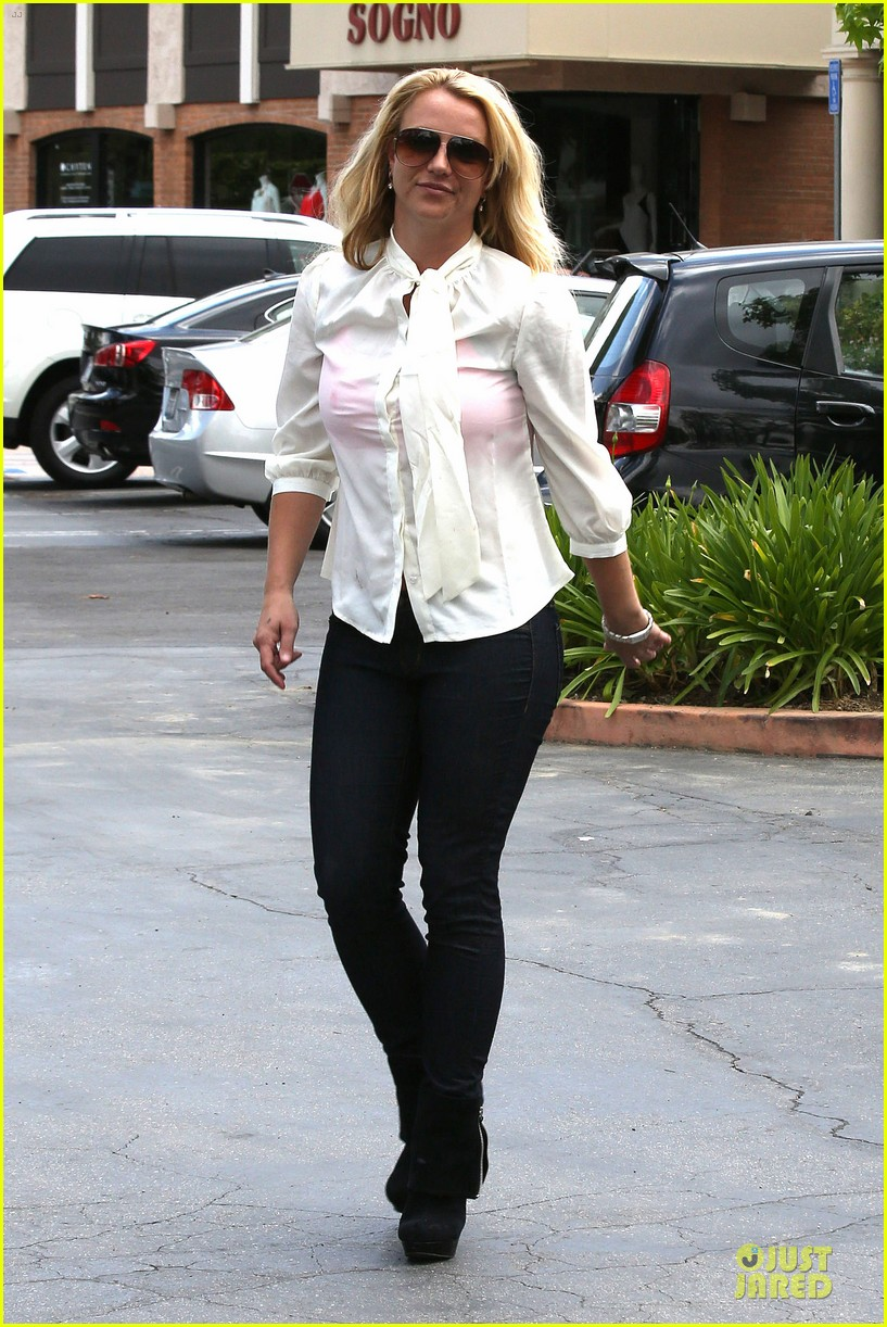 britney spears pink bra at coffee bean 202866117