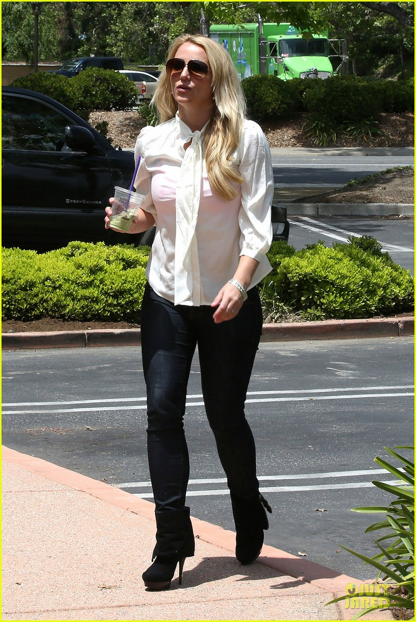 britney spears pink bra at coffee bean 25
