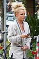 britney spears pink bra at coffee bean 09