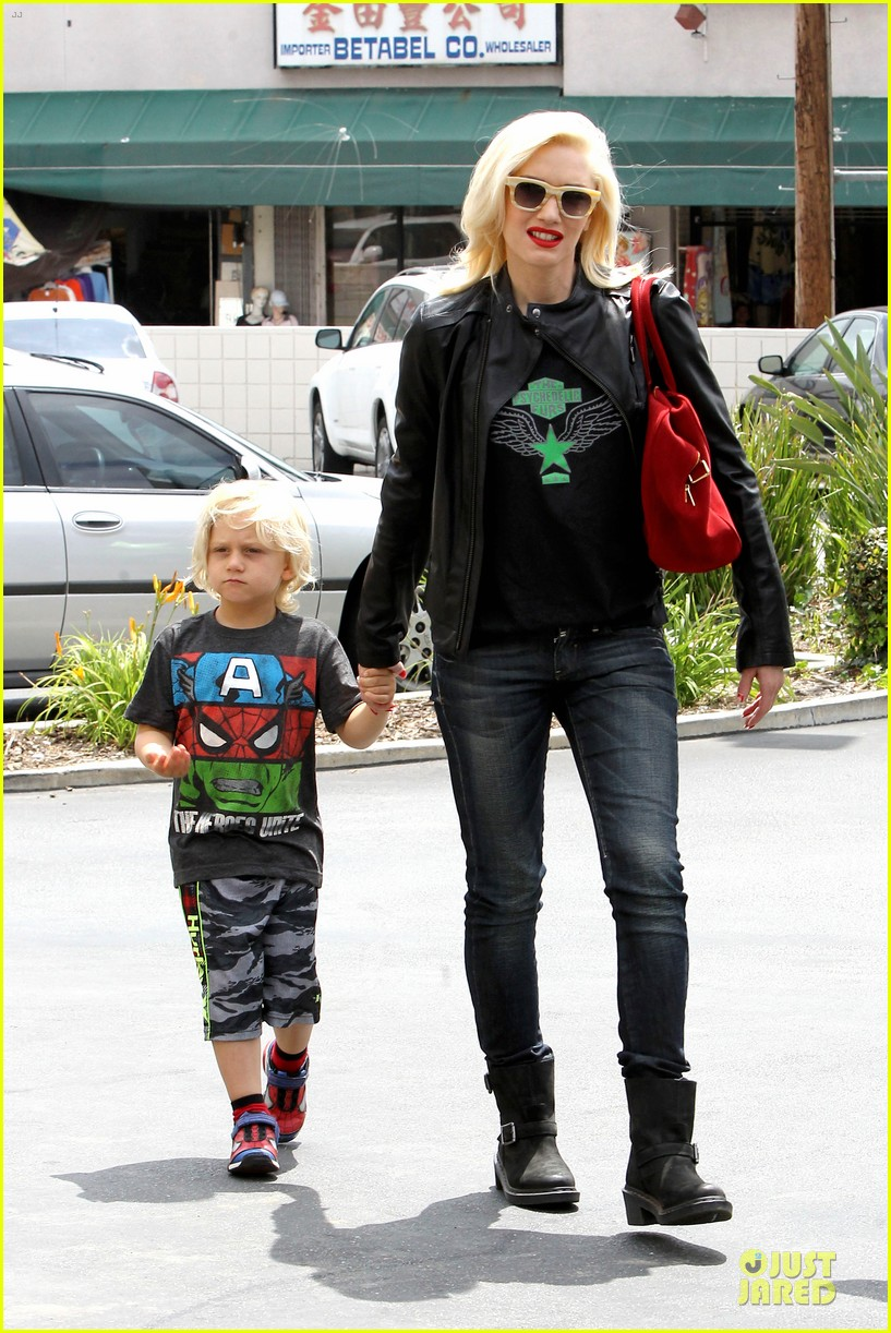 gwen stefani noah ark exhibit with the boys 102878055
