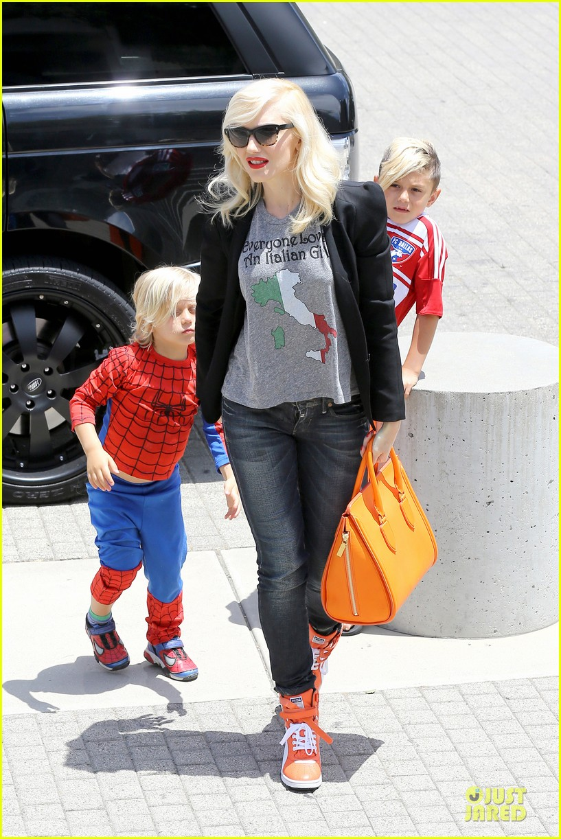 gwen stefani noah ark exhibit with the boys 152878060