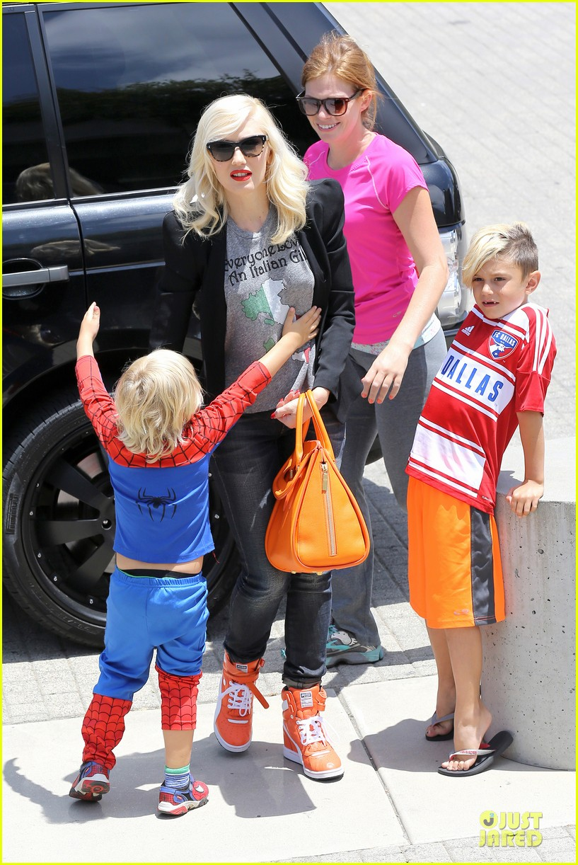 gwen stefani noah ark exhibit with the boys 21