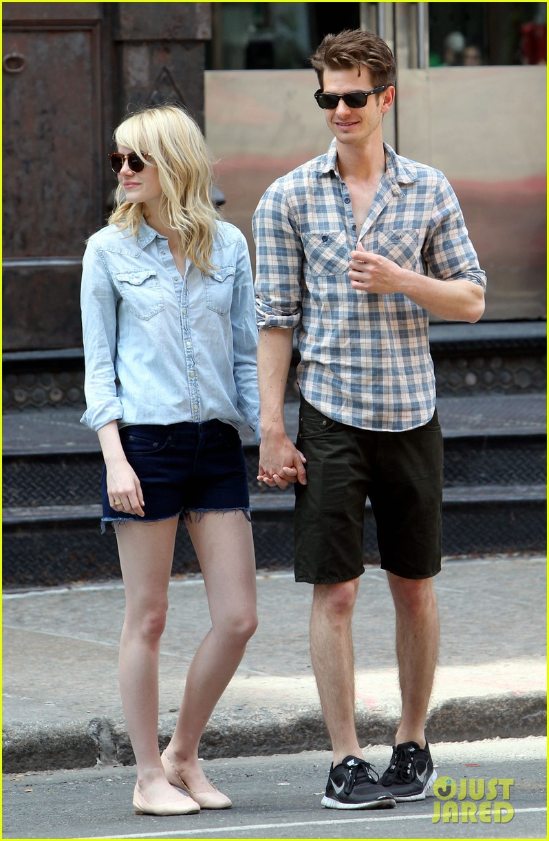 emma stone andrew garfield cuddle up in nyc 05