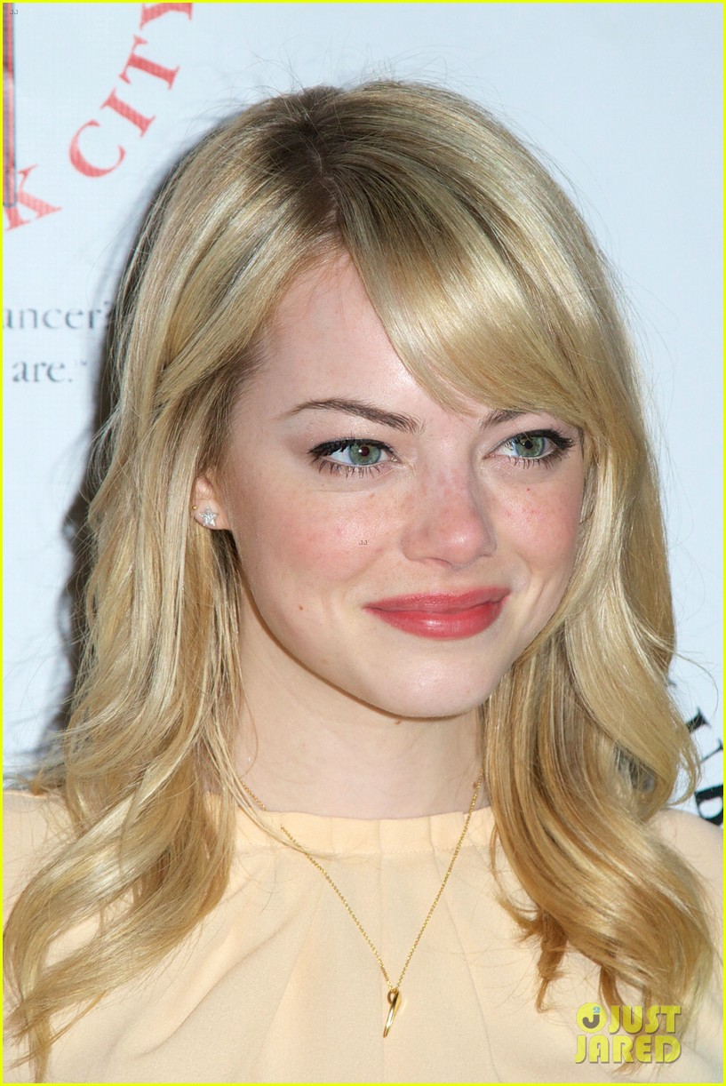 emma stone gildas club event for cancer awareness 09
