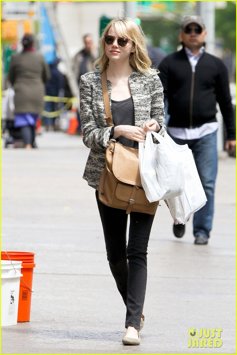 emma stone grocery gal in the big apple 012869660