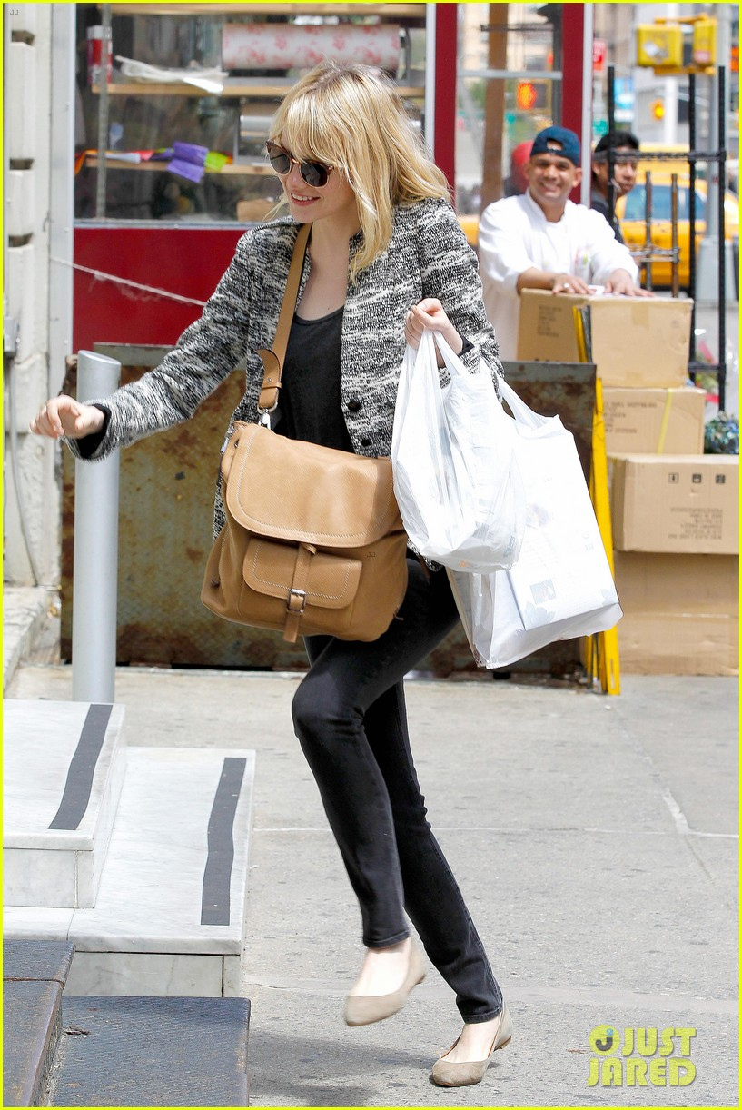 emma stone grocery gal in the big apple 08