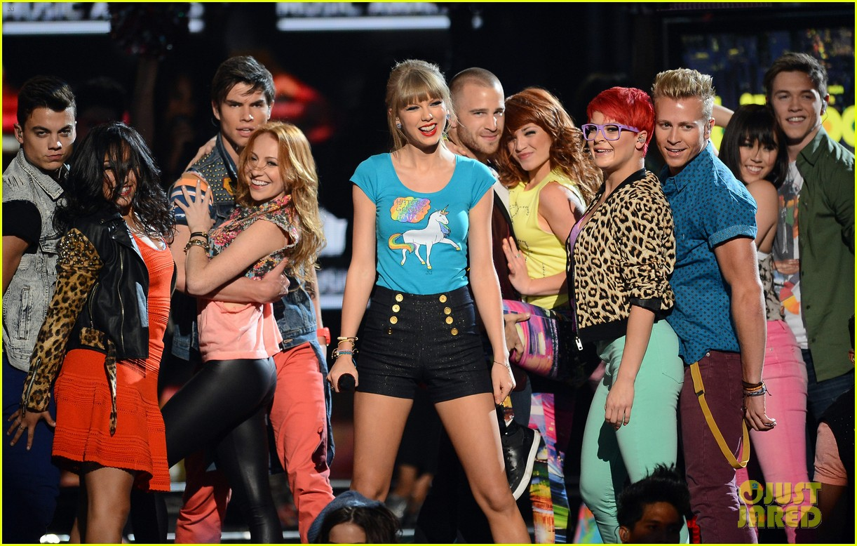 taylor swift billboard music awards 2013 performance video 03