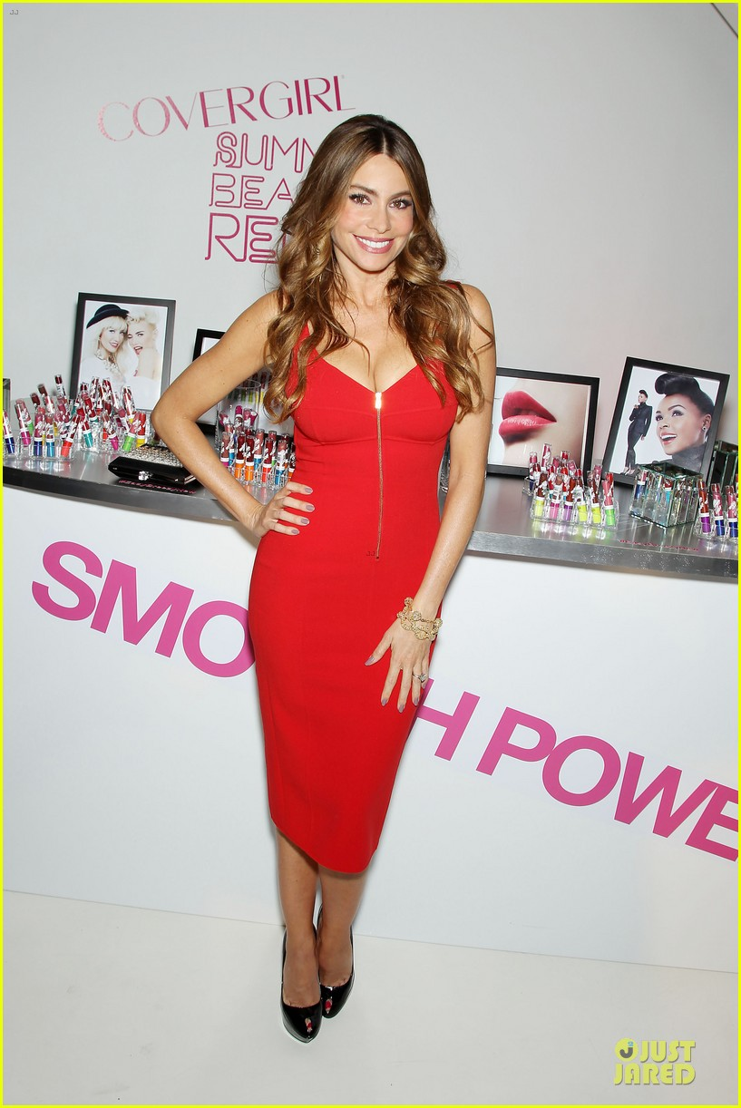 sofia vergara covergirl summer launch party 01
