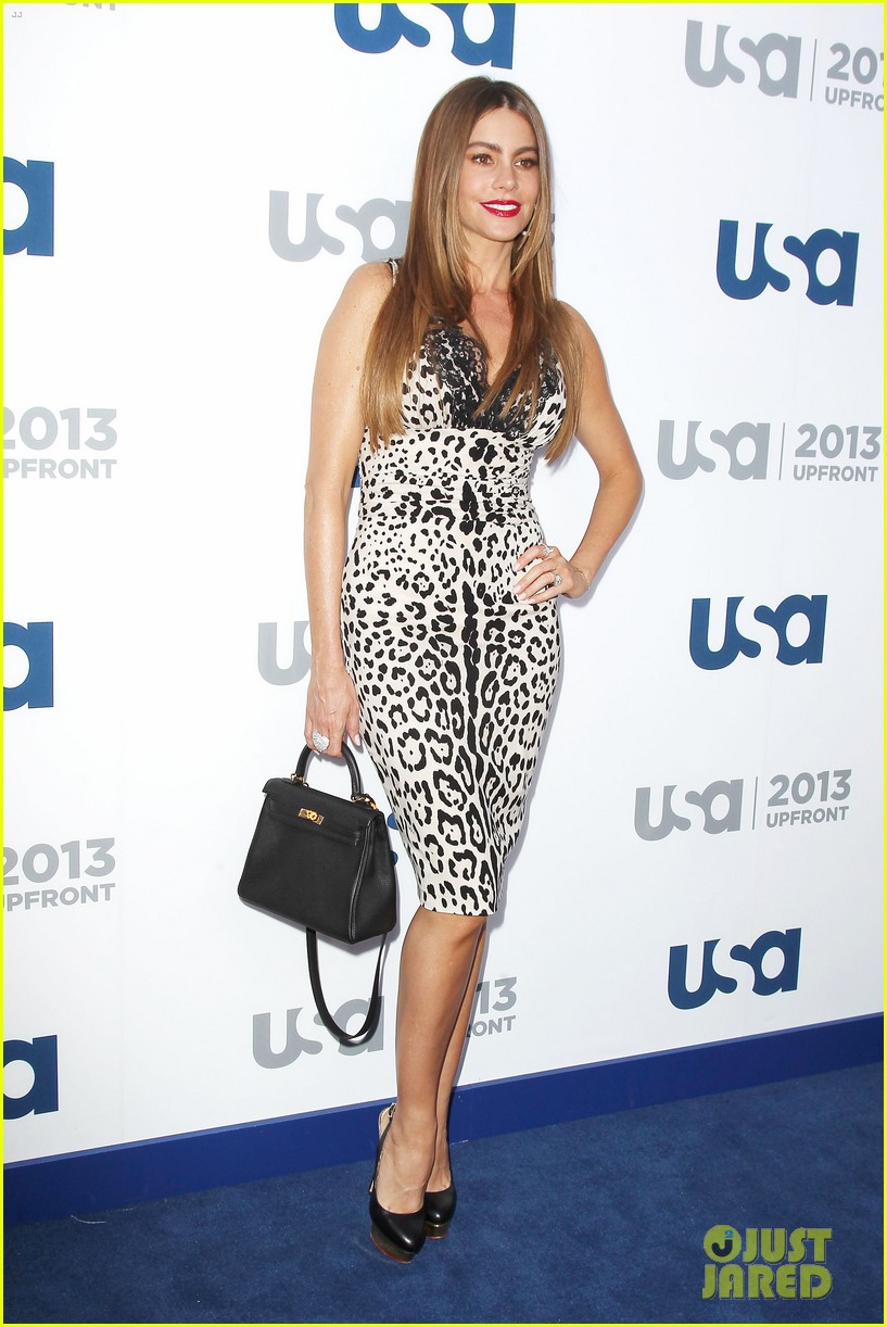 sofia vergara julie bowen modern family at usa upfront 012872177