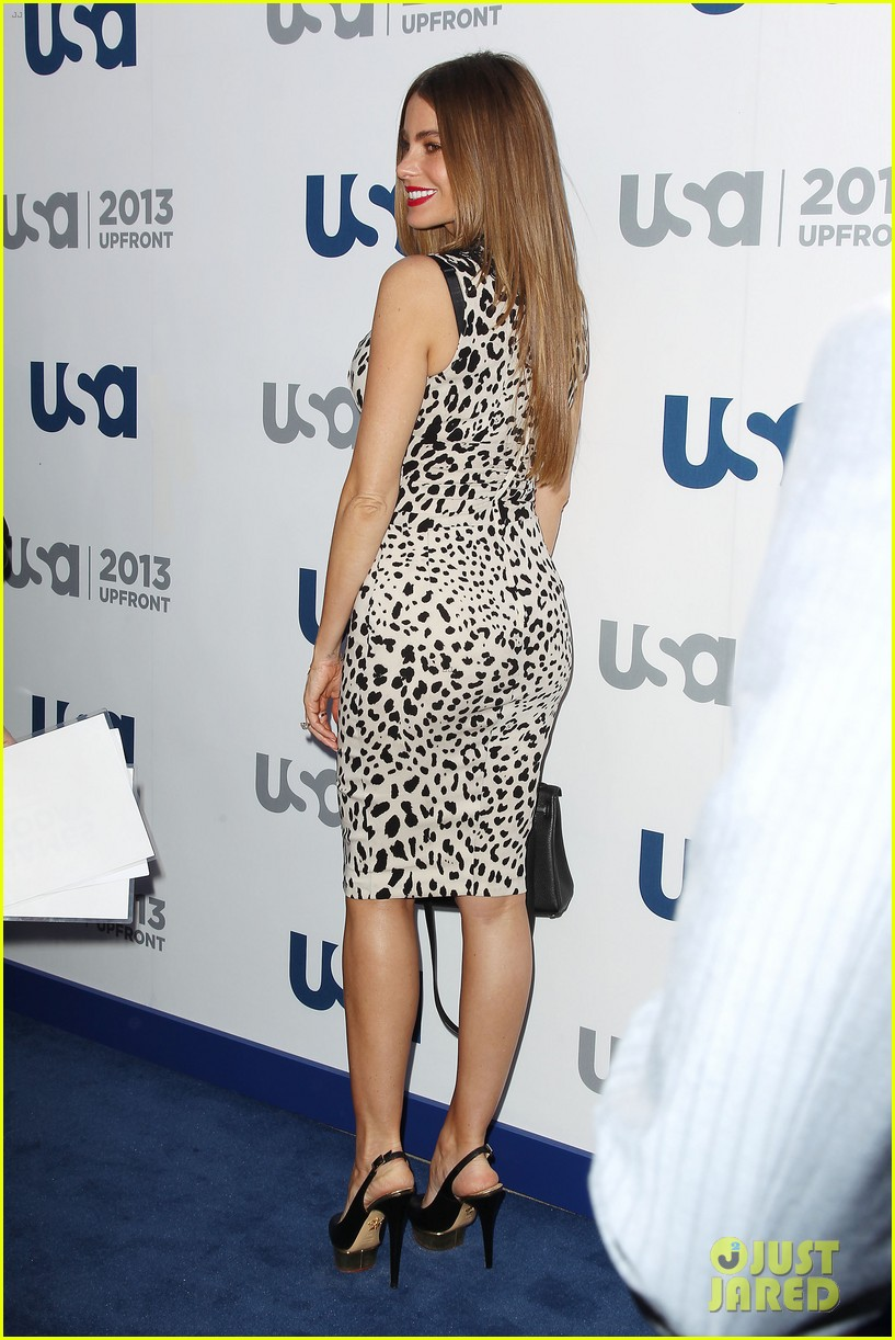 sofia vergara julie bowen modern family at usa upfront 09