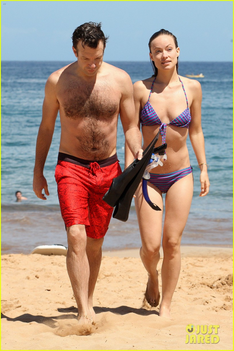 olivia wilde bikini babe in hawaii with shirtless jason sudeikis 012878695