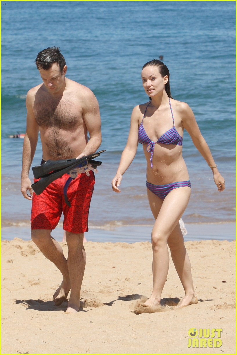 olivia wilde bikini babe in hawaii with shirtless jason sudeikis 052878699
