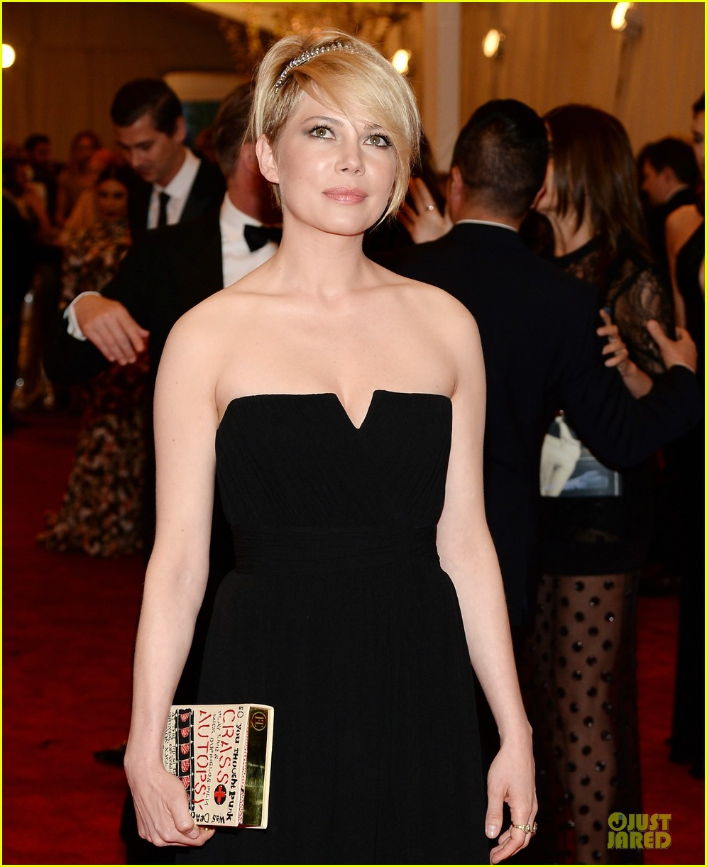 michelle williams met ball 2013 red carpet 022865419